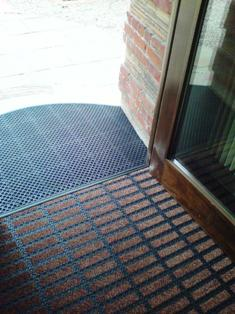 File:Footfall install Milliken Obex Entrance Matting.jpg